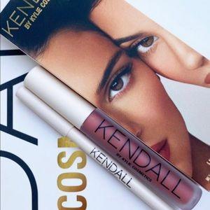 "💋New Kylie x Kendall ""Sister Sister"" Lip Kit💋"
